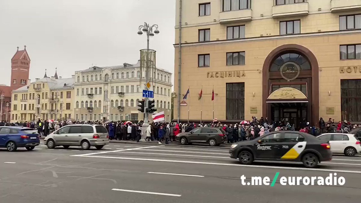 The first column of elderly has gathered together in #Minsk and starter their walk across the city. We are praying that they won't be harmed today by the militia. #Belarus