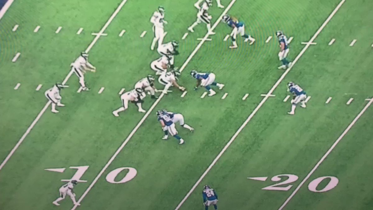 .@eagles v @giants and the #Giants double the X which leaves the checkdown to @BoobieMilesXXIV wide open. Take the checkdown and the 5+ yards and move on.   Gotta execute the basics. #BaldysBreakdowns