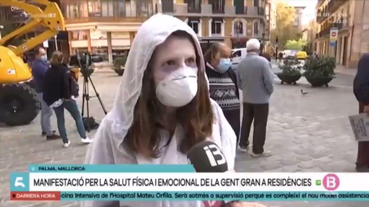 🗣Avui a la plaça de Cort s'han concentrat familiars dels residents de #LaBonanova i la llar d'ancians de #Palma. Tot per vetllar per la salut física i emocional de la gent gran a les residències públiques.  🎙 @msimovicens #MariaTorres @imasmallorca
