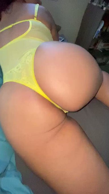 Oil that ass up daddy 😈💛 https://t.co/MNvHh6Lr4f