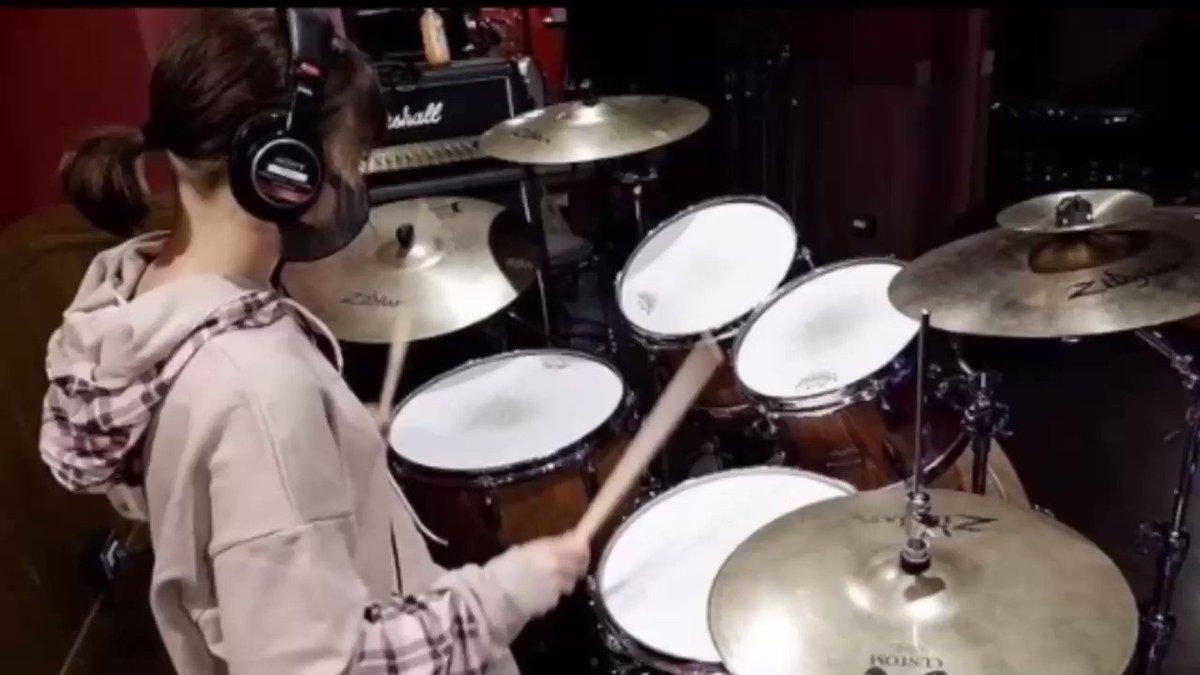 音楽クリエイター佐藤優樹としての才能が光る演奏のドラムとベースの音を抽出してみました。まーちゃんの音をじっくり楽しみたい方向け(主に私)用に。