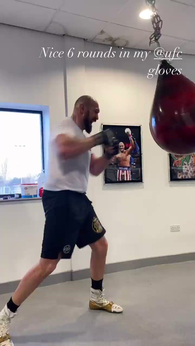 Nice 6 rounds in my @ufc gloves https://t.co/C9EthI7GX0