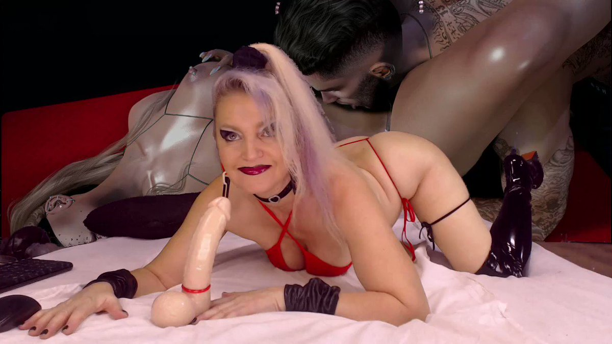 Model - LeilaHot69 squirt