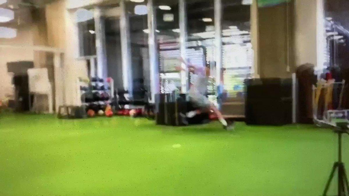 TKアカデミーではジャンプ力をあげるトレーニングもしています。トレーニング始めて1ヶ月後の成果です。申込みはこちらから。