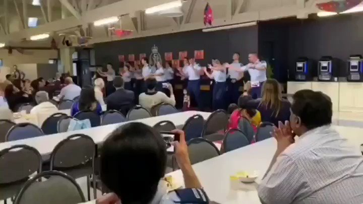 Naache jo Dilli, hile New Zealand!  New Zealand police officers celebrate Diwali at the Wellington Police Academy dancing to @Its_Badshah, @Fazilpuria and @AmaalMallik's #KarGayiChull.  🎥: @Geeta_Mohan  #kapoorandsons #KarGayiChull @nzpolice #badshah #badsquad #NewZealand