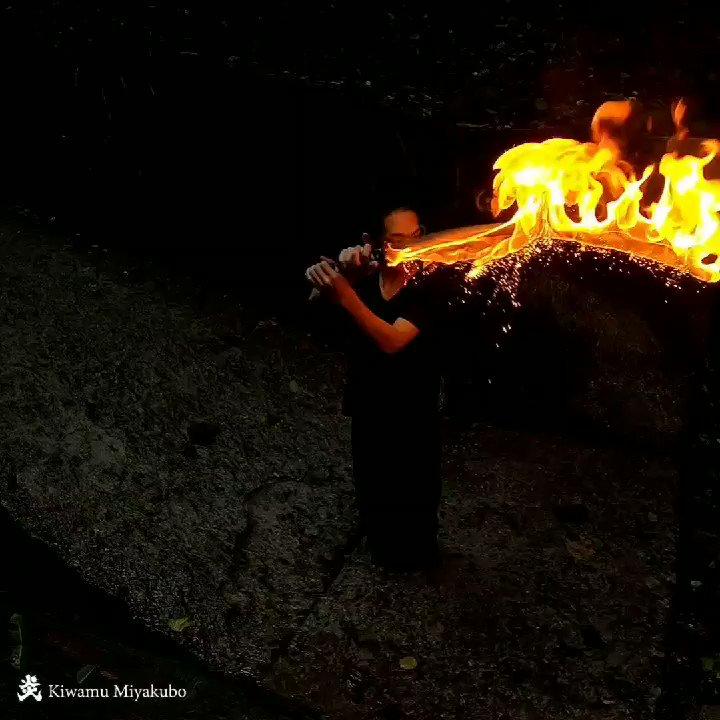 こちら炎刀の光の太刀、飛び散る火花が綺麗です🔥