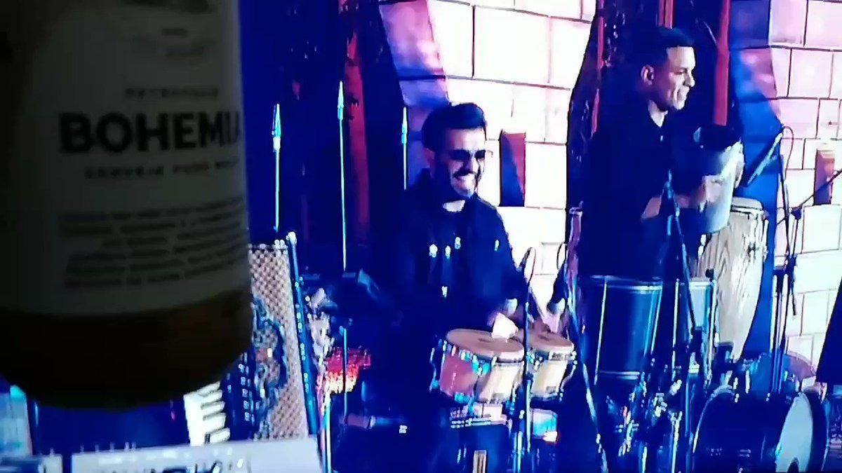 Curtindo nova música do Embaixador @gusttavo_lima #Espetinho claro com a melhor cerveja do Brasil @bohemiaoficial 🍻🍺