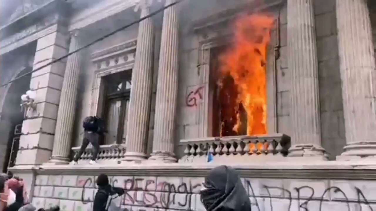 Protesters torch Guatemalas Congress building amid unrest Photo