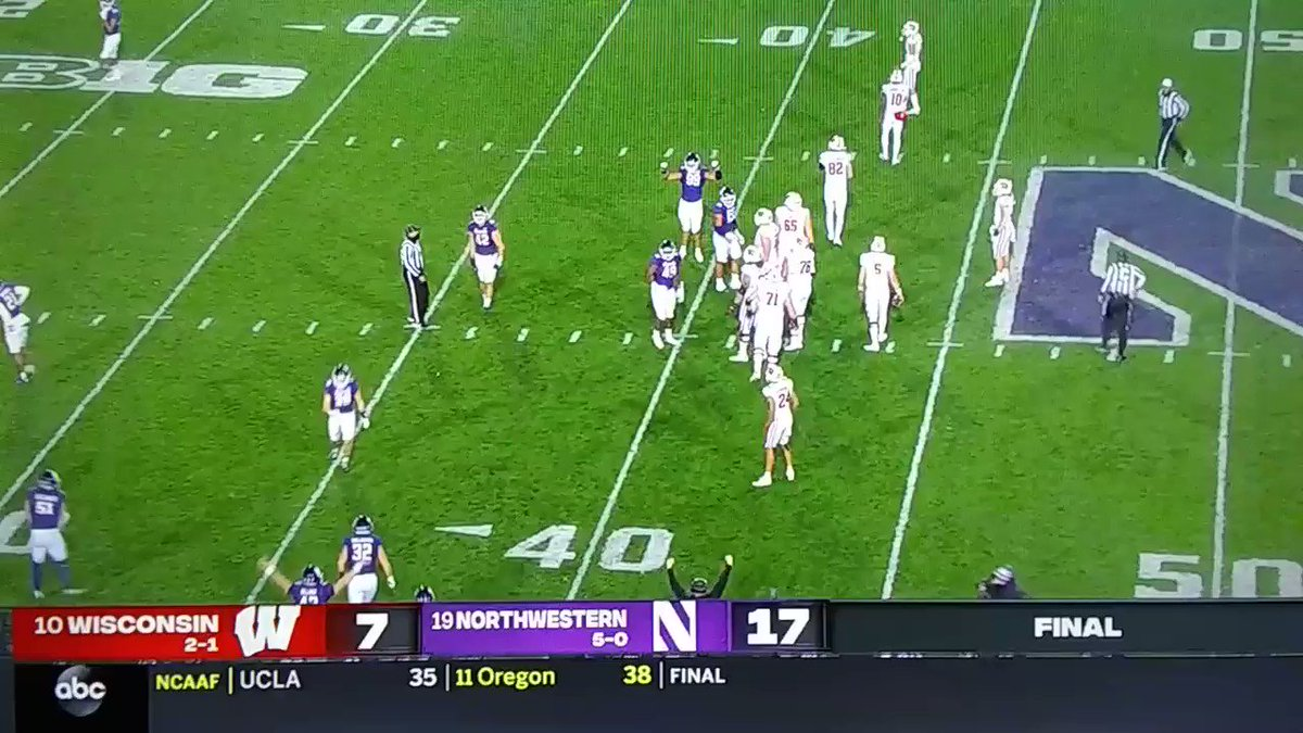 As I predicted on 2nd City Sports Weekend Edition, the @NUFBFamily would go 5-0 defeating Wisconsin 17-7! MIC DROP.....🎤! 😉👍💪  @KeenaMcGee @LamontScott16 #WISvsNW #NCAAFootball #B1GFootball #B1GCats #GoCats