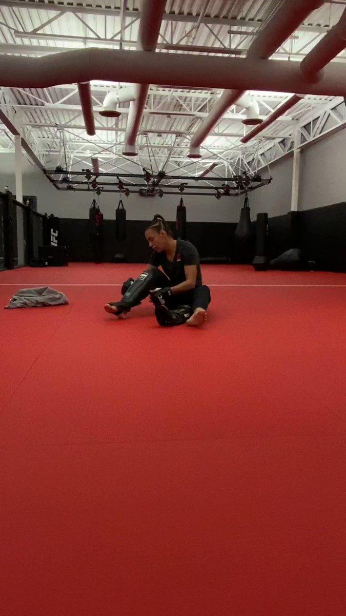 Replying to @UFCEspanol: 🔜 @AntoninaPantera 👊 #UFC255
