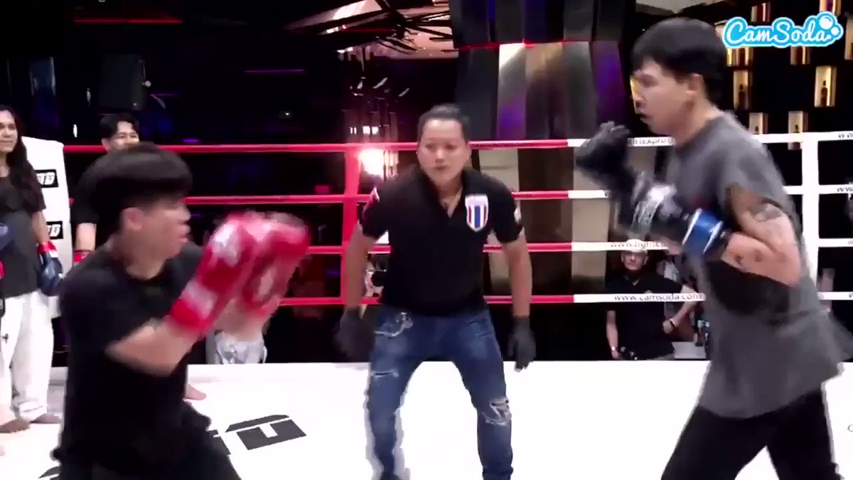 The referee at fight circus is very dedicated to his job #FightCircus2 https://t.co/thqgbAzE6c