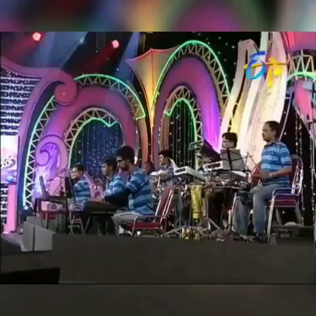 మనసున్న మందారం... మనిషంతా బంగారం We may see great singers in future but not with the personality as great as Balu garu. SPB -The person is greater than Himalayas #SPBLivesOn Sunday special: Balu garu's performance from paduta teeyaga with #pranavi. #SPBalasubrahmanyam
