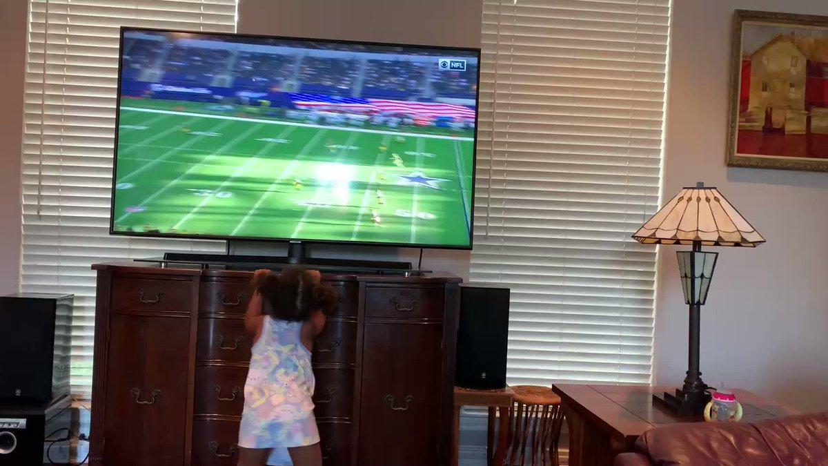 This is what I missed last week when the @dallascowboys had a by week. Every time my granddaughter sees the Cowboys on TV she encourages her grandpa. Talk about filling your heart up with #love. Thank you God for this #blessing 🙏🏿