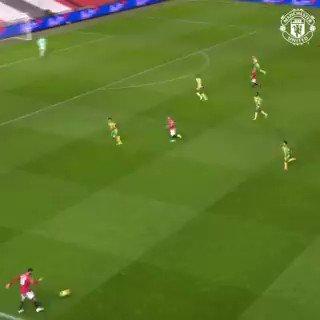 別格の視野の広さ 🎩  🔴 #MUFC 👀 @B_Fernandes8