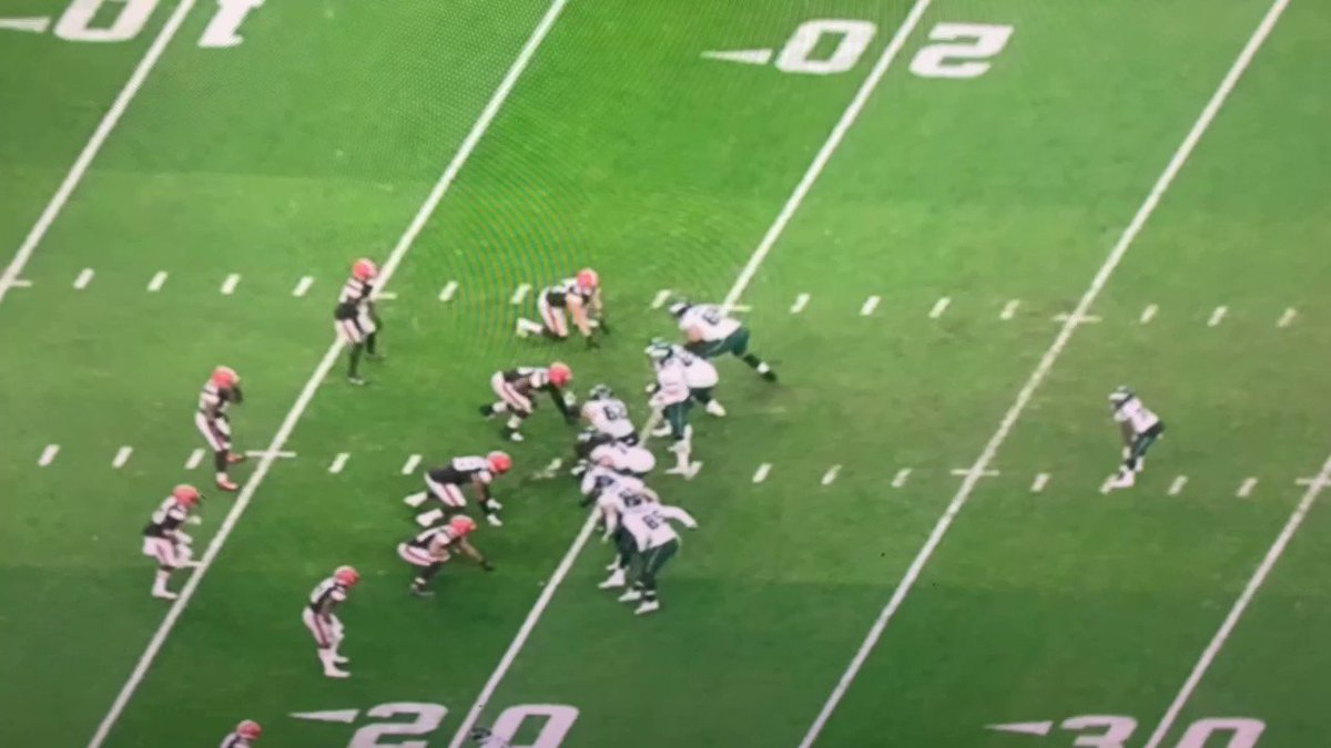 .@eagles are frustrating to watch. Great read by the QB in first play; but why wouldn't you throw the shallow cross into an open void on the 2nd play?   #BaldysBreakdowns https://t.co/gLlGYxQ5TO