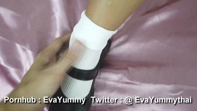 ช่วยรีทวีตเยอะๆนะจะทำเพิ่ม คาชุดนักเรียน  เย็ดรองเท้า อมควย ท่าหมา เขี่ยหี เเตกนอกใส่กระโปรง อันนี้เเค่ตัดตัวอย่าง ตัวเต็มดูฟรีๆเลย https://t