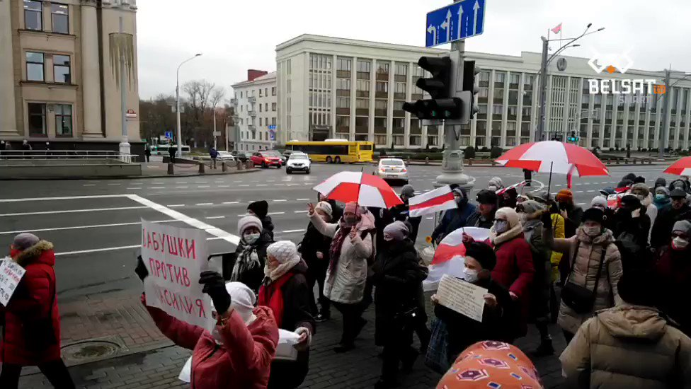 #Belarus Day 107. Happening right now in #Minsk.The elderly and pensioners gathered for their already traditional rally on Monday.Propaganda keeps calling the protesters aggressive drunk youngsters, justifying repressions. But elderly women and men are beaten and detained as well