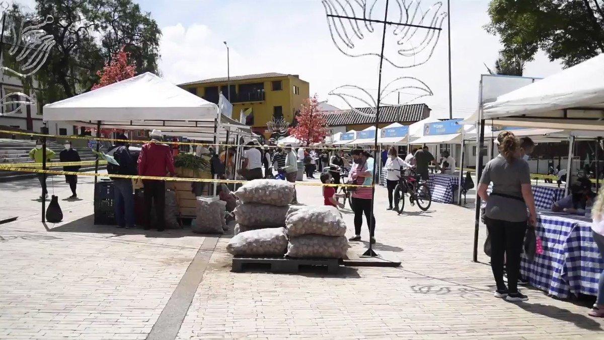 Llevamos los productos cultivados por nuestros campesinos directamente a la mesa de los colombianos con los #MercadosCampesinos.  Sin intermediarios, con precios justos y con productos frescos logramos una exitosa jornada de comercialización. Así trabajamos #JuntosPorElCampo https://t.co/l7nqaQYzbF