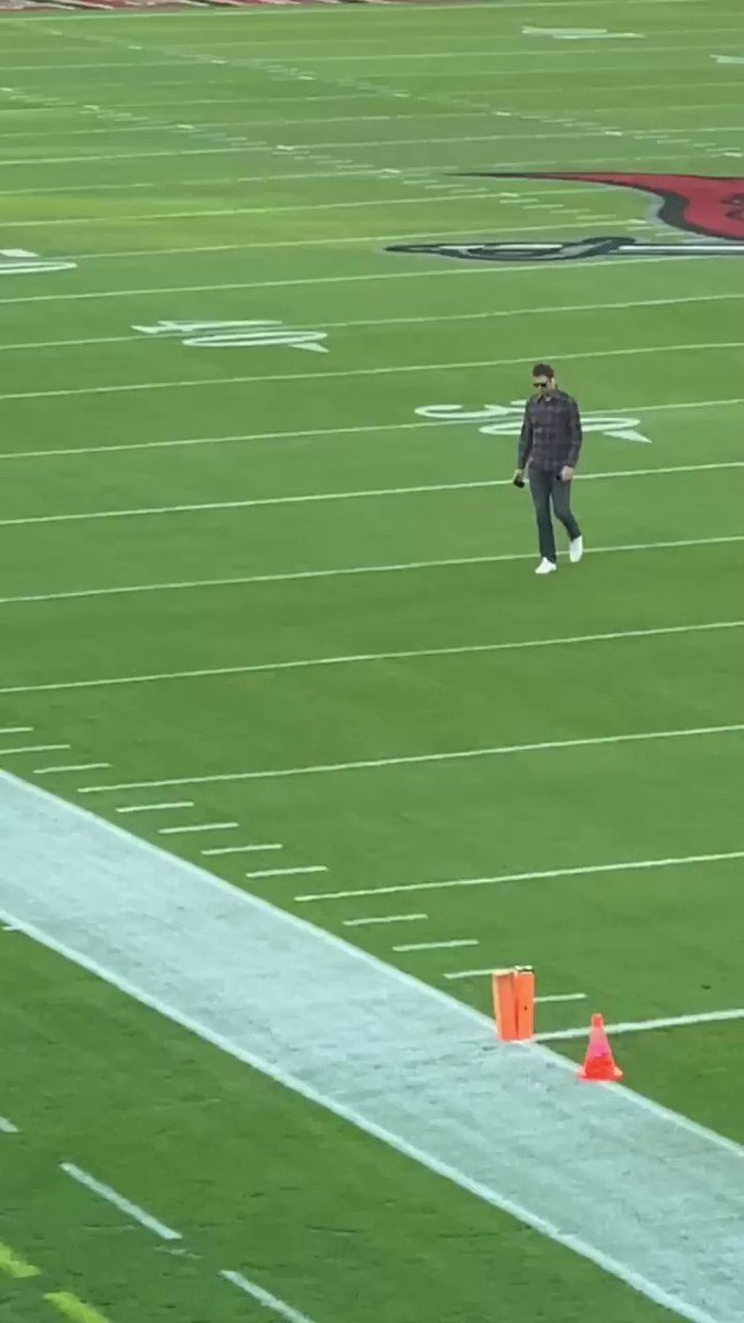 TB12 has arrived for #mnf. @TB12sports https://t.co/Ufp1acF5lL