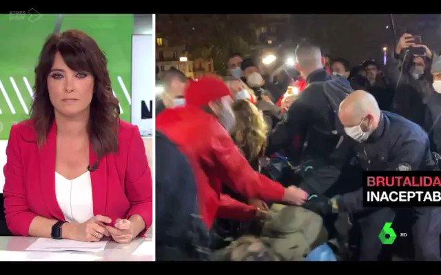 """🎥🛑En #Francia 🇫🇷 el ministro del Interior, Darmanin, hará público un informe en 48h, donde se """"depurarán responsabilidades"""" por la violencia policial vivida ayer en #Republique contra refugiad@s y periodistas.  Vía @laSextaTV #migrants #DarmaninDemission"""