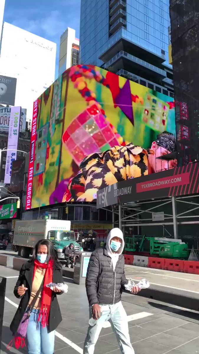 just saw wooyoung's birthday billboard in times square! (don't mind the new york city noise lmao) @ATEEZofficial #ATEEZ #MAMAVOTE