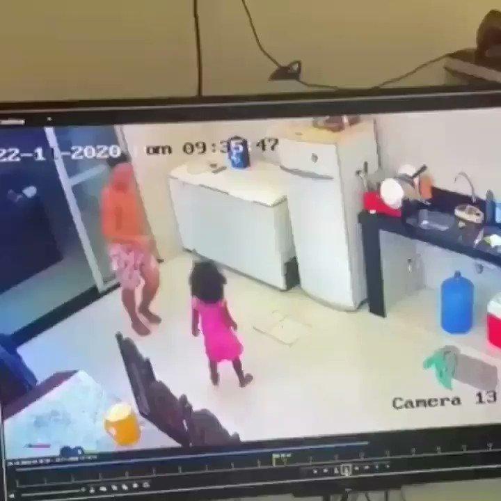 Não deixe seu irmão, cuidando da sua filha enquanto você sai. Olha o que descobrimos nas câmeras de segurança