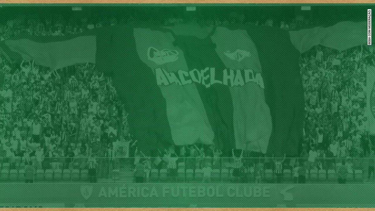 Há 3 anos, o @AmericaMG levantou a taça do Brasileiro e conquistou seu bicampeonato.  Hoje, levantamos a nossa taça em homenagem a vocês.  🍻 Um brinde, Nação Americana! #SomosSparta #AprecieComModeração