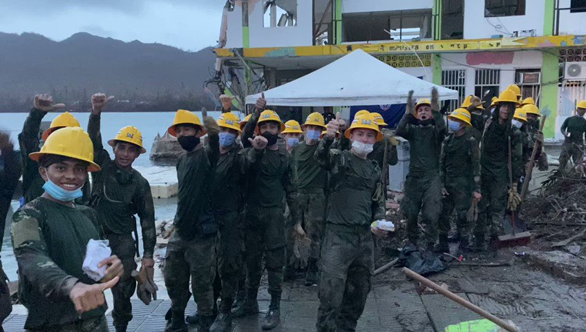 Yesterday in Providencia, the WCK Relief Team served 4,000 meals across 6 distribution sites for families affected by Iota & first responders there cleaning up. @SamBloch1 reports in from the small island that was devastated by the storm. #ChefsForColombia