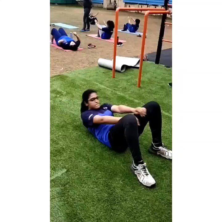 Sit-ups Throws core session!!!  #corestrength #coreexercises #coreworkout #fitnessworkout  #girlwithmuscle  In frame : Rasika Shinde  Age 17