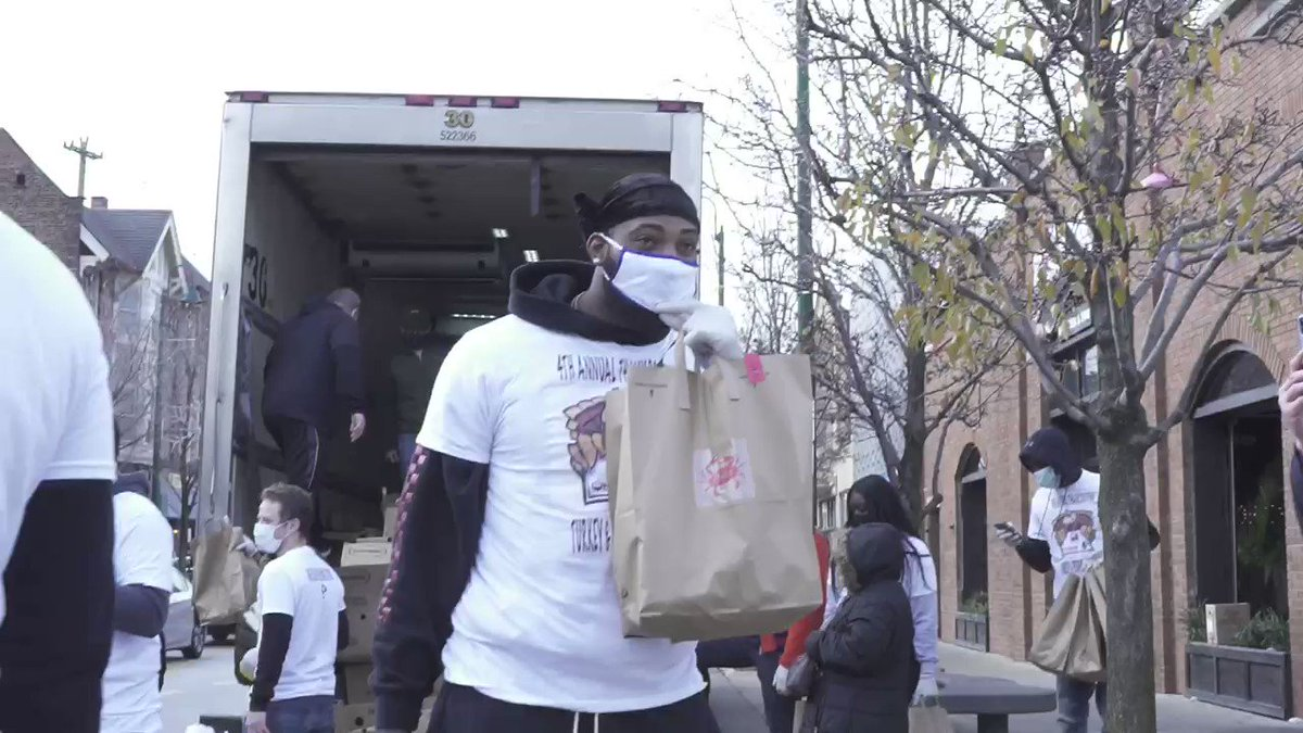 S/O to @AndreDrummond for helping feed The Land at his Turkey Care Package Thanksgiving Giveaway this week! 🦃 🍽 ❤️ https://t.co/BHABHA7E1q