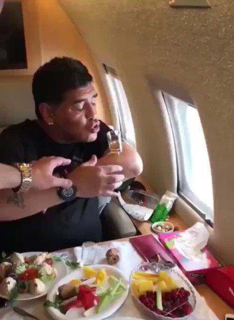 Neşeli, alemci bir delikanlıyı kaybettik.  #Maradona