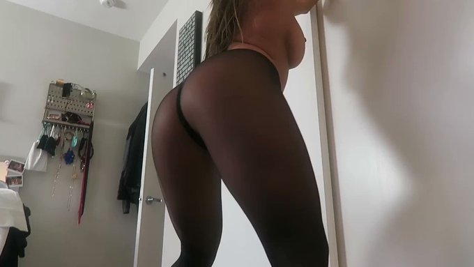 Another vid sold! Cum in my pantyhose https://t.co/uliphjWcUT #MVSales https://t.co/6iBFu0bLL2