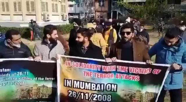 #MumbaiTerrorAttack : Pakistan ki dehshatgardi nahi chalegi / Hindustan Zindabad slogans raised in Kashmir where youth of #Kashmir united to remember brutal terror attacks of Pakistani terrorists in Mumbai on 26 November 2008. #26Nov_KillersRoamFree