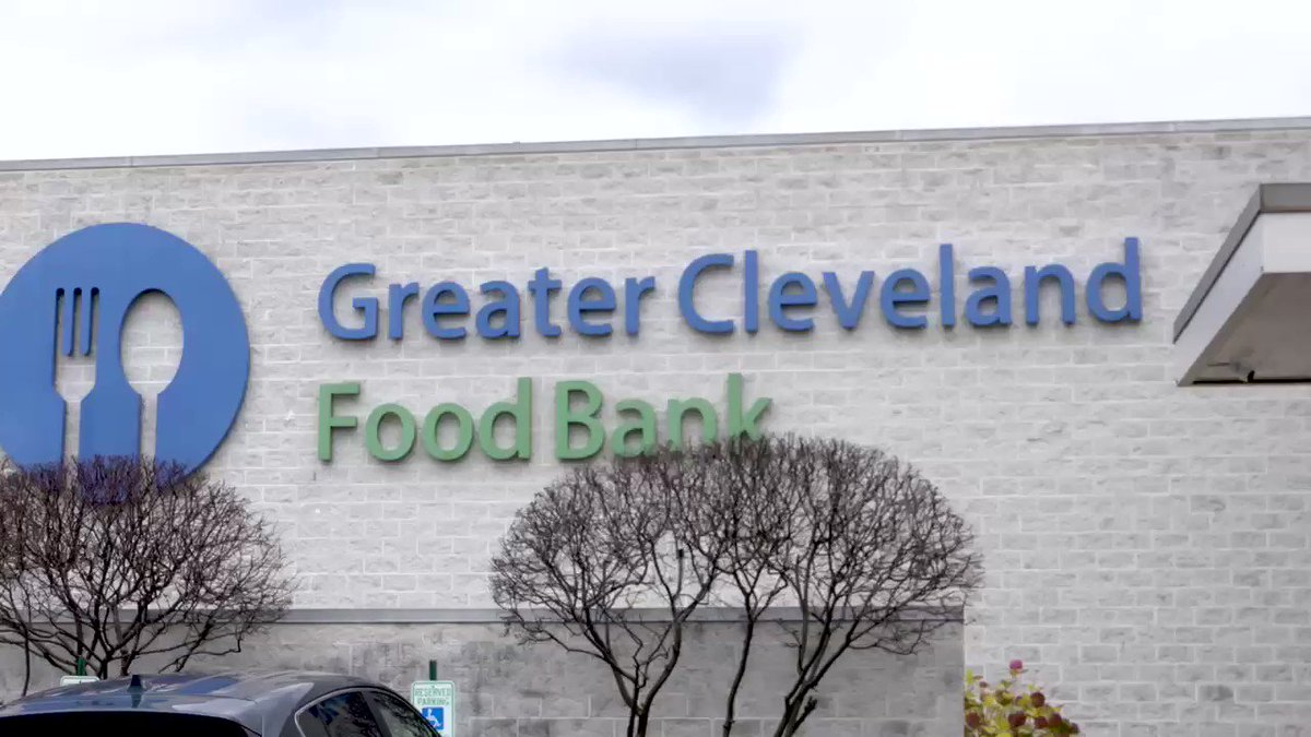 Happy Thanksgiving @Browns fans!  We're grateful for our players, alumni, ownership, staff and fans who choose to #give10 in our community.  This week we volunteered at @CleFoodBank with @Vitamix so families have meals this holiday season 🧡