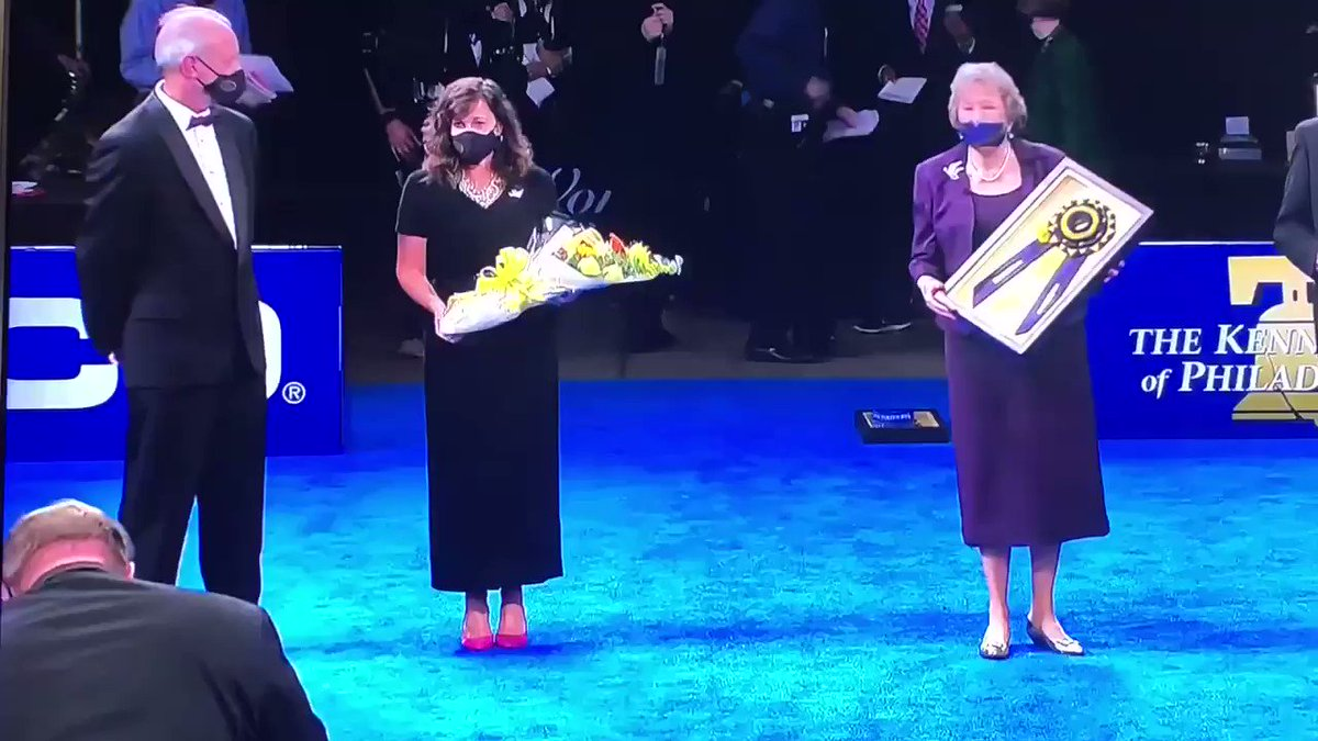 "Congratulations ""Best in Show"" at The National Dog Show to the Scottish deerhound, ""Claire""-registered name is GCH Foxcliffe Claire Randall Fraser!!! @Writer_DG @Outlander_STARZ @caitrionambalfe"