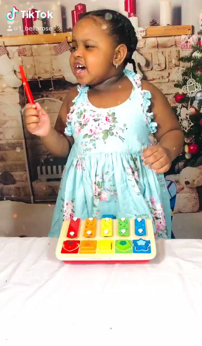#HappyThanksgiving  . . . . #BlackTwitter #momlife #BlackGirlMagic #toddler #toddlerlife #babygirl @Hapetoys #xylophone