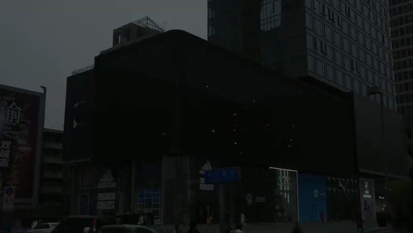 あんスタ!!Music中国版の街頭スクリーン広告です!技術に感動しました!リリースおめでとうございます🎊