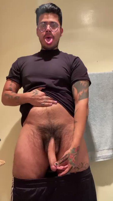 RT for a dick pic💦  Comment for two pics 🍆🍆    link below for full video⬇️ https://t.co/nJnOXx5d5w
