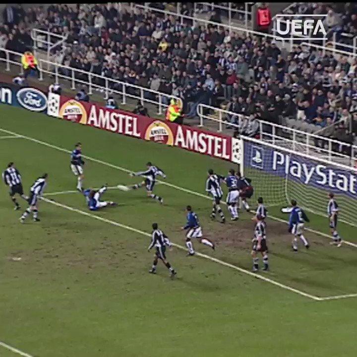 📆 Fue un 27 de noviembre de 2002...  ¡Qué 𝐆𝐎𝐋𝐀𝐙⚽ del @peladoalmeyda! 🖤💙  #UCL | @Inter_es