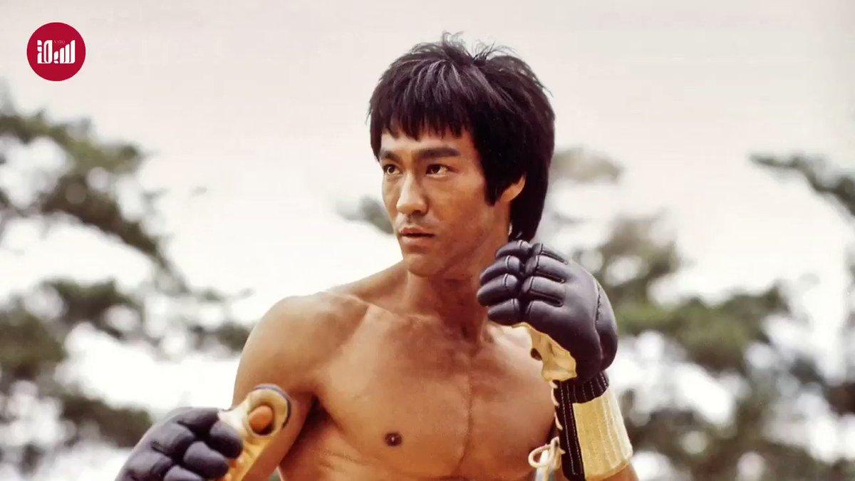 """أعظم لاعب محترف في الفنون القتالية وألعاب الدفاع عن النفس.. كيف رسخ """"بروس لي"""" أسطورته الخالدة عبر الأجيال؟  #لنتذكر"""
