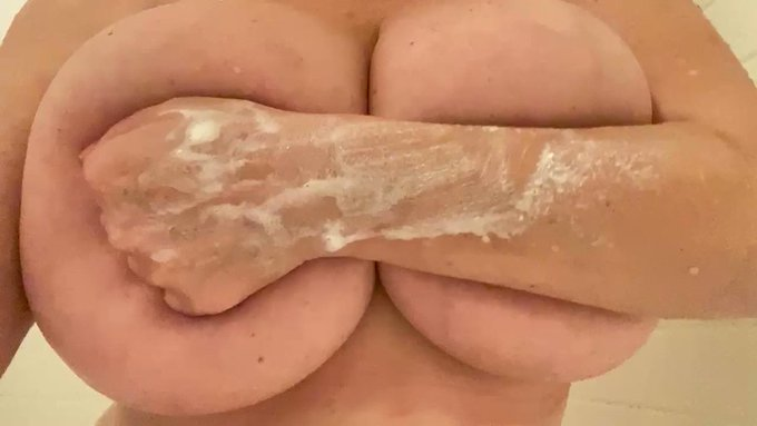 Hi Papi, cum see my sexy showers shows💦💦my Huge perfect tetas are waiting for u, u can join my ONLYFANS