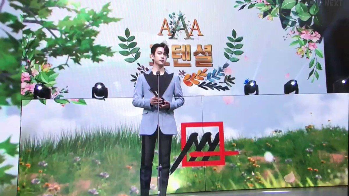 ยินดีด้วยเหมาะสมและคู่ควร 🎉🎉  #박진영_남자배우인기상_축하해 #AAA_PopularActorJinyoung #GOT7atAAA2020