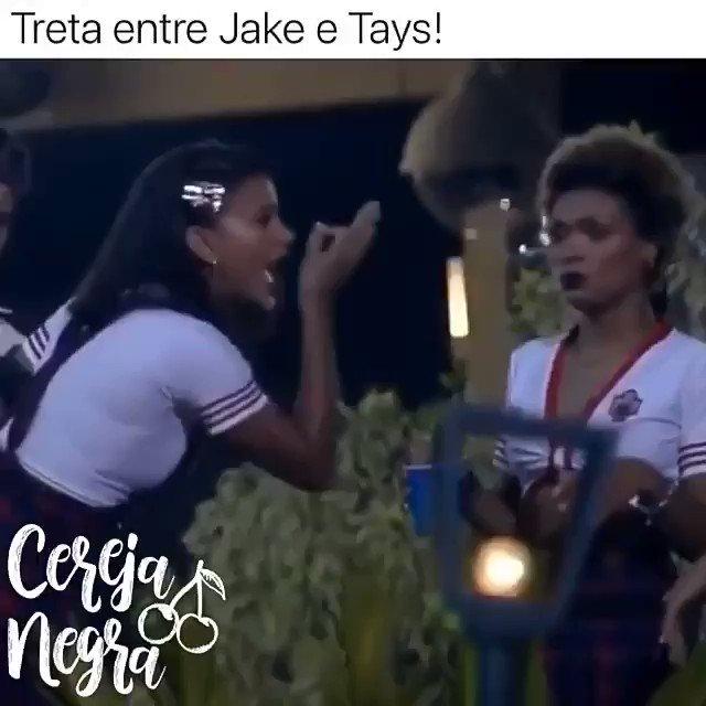 Que episódio de RBD foi esse em?? A Roberta quase dando na cara da Lupita por causa de Diego. Kkkkk #FestaAFazenda