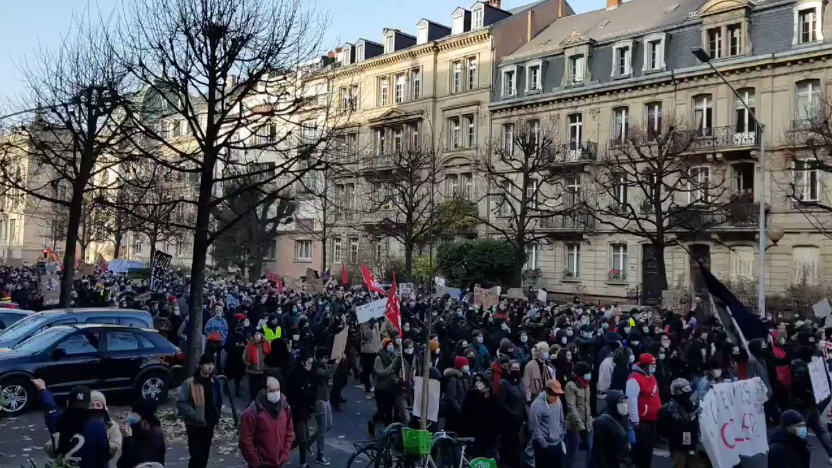 Tens of thousands are protesting across France today to block proposals by Macron, which threaten to undermine press freedom, limit the public's right to know, and make it harder to stop police violence.  #LoiSecuriteGlobale @JLMelenchon @FranceInsoumise
