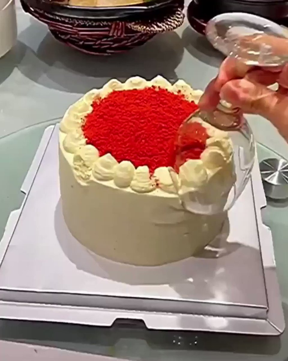 How to Eat a Cake with Wine Glasses