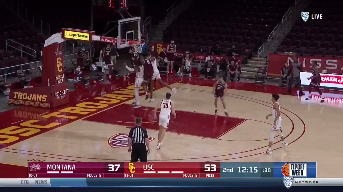 PLAY 3: @evan_mobley7 throws a long lob to @maxpolo15 https://t.co/svufWMFSlh