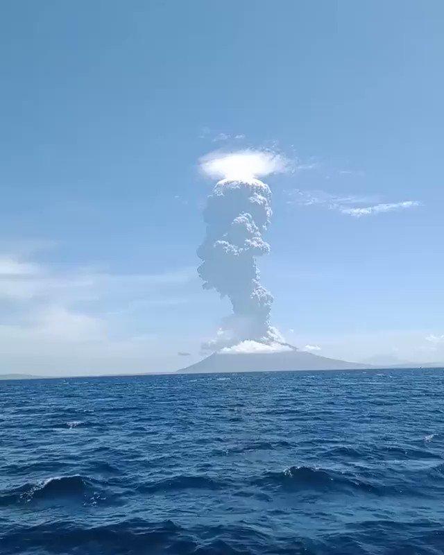 BREAKING - Indonesia's Lewotolo volcano erupts spewing ash into sky.  https://t.co/i1iuCujDdm