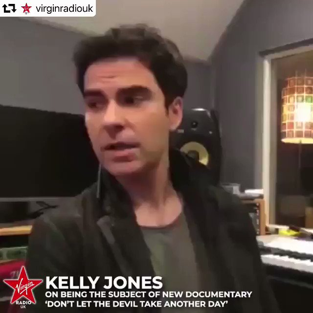 I was worried that Kelly, like many men, kept a lot of emotions buried...the @stereophonics front man I first spoke to in 1997 has always played his cards close to his chest. Tonight at 9 on @VirginRadioUK he shows us some of those cards. X #stereophonics #kellyjones