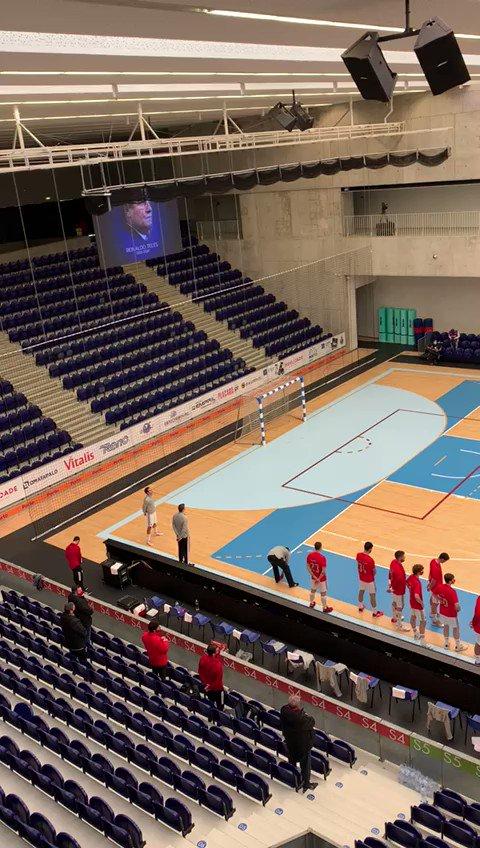 Minuto de silêncio no Clássico de Andebol  #FCPorto #FCPortoAndebol #Andebol #FCPortoSports https://t.co/idDEoVPCLI