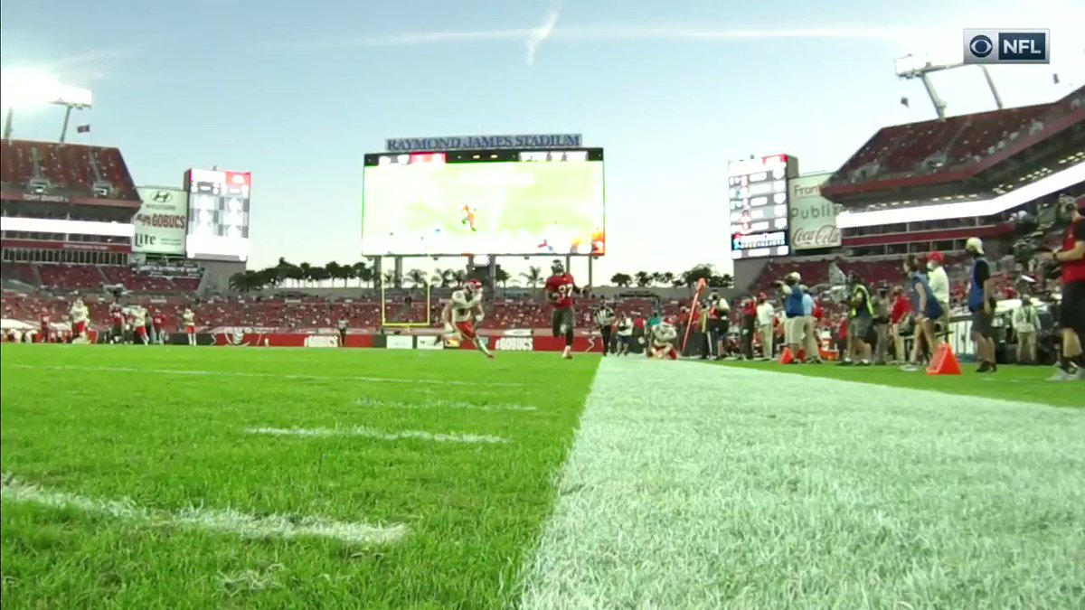 Ronald Jones tiptoed down the sideline for 6 🔥 @rojo @Buccaneers   📺 #KCvsTB on CBS
